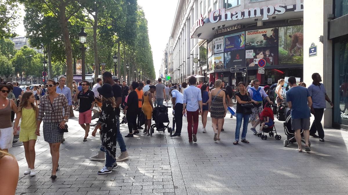 Champs lys es magasins horaires des boutiques stillinparis - H m les champs elysees ...